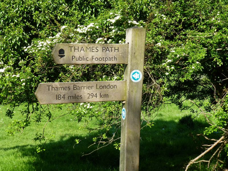 Thames path source sign