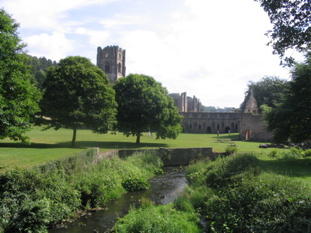 Fountains_abbey_yorkshire