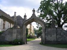 lacock_abbey_stables